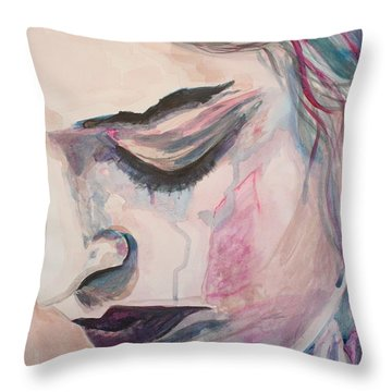 L'encre De Tes Yeux Throw Pillow