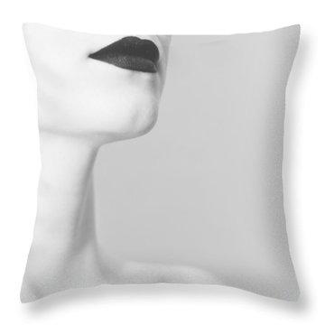 Levres Noires Throw Pillow