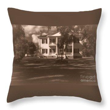 Liendo Plantation Home Throw Pillow