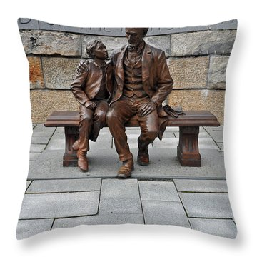 Lincoln Mounment At Civil War Tredegar Iron Works Throw Pillow