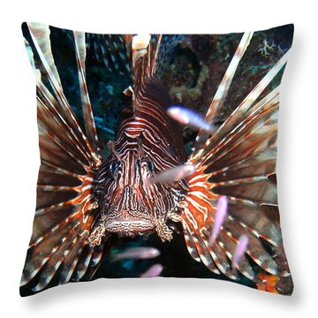 Throw Pillow featuring the photograph Lion Fish - En Garde by Amy McDaniel