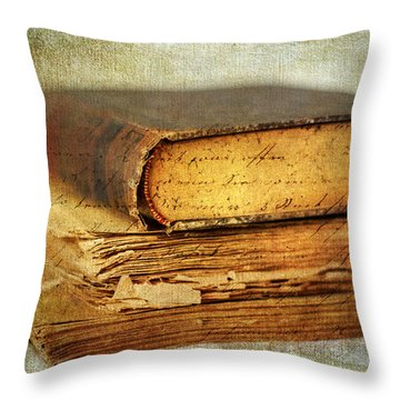Livres Throw Pillow by Jessica Jenney