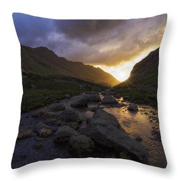Llanberis Pass Throw Pillow