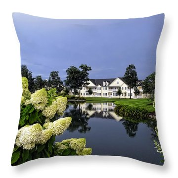 Longneck Delaware Throw Pillow