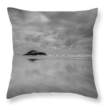 Love The Lovekin Rock At Long Beach Throw Pillow