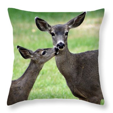 Love You Mommy Throw Pillow