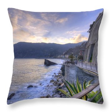 Lovers In Monterosso Throw Pillow