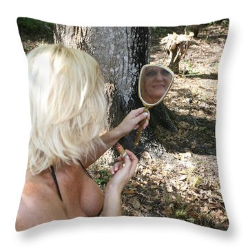Lynnie 2389 Throw Pillow
