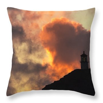Throw Pillow featuring the photograph Makapuu Lighthouse Sunrise 1 by Leigh Anne Meeks