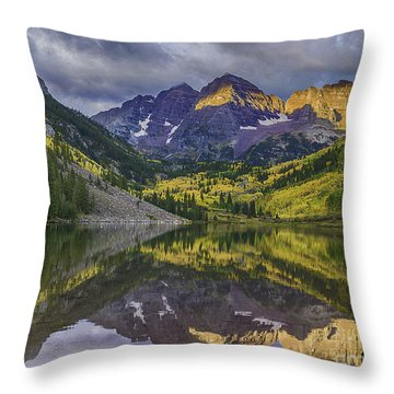 Maroon Bells Morning Sun Throw Pillow