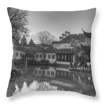 Master Of The Nets Garden Throw Pillow