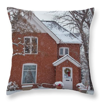 Mcilvoy House Decorated For Christmas With Falling Snow Throw Pillow