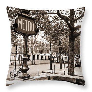 Metro Franklin Roosevelt - Paris - Vintage Sign And Streets Throw Pillow