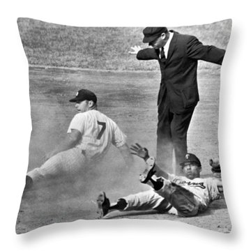 Mickey Mantle Steals Second Throw Pillow by Underwood Archives
