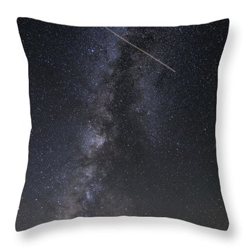 Milky Way Vertical Panorama At Enchanted Rock State Natural Area - Texas Hill Country Throw Pillow