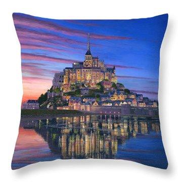 Mont Saint-michel Soir Throw Pillow