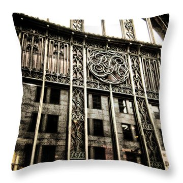 Montreal Rm En Couleur Throw Pillow
