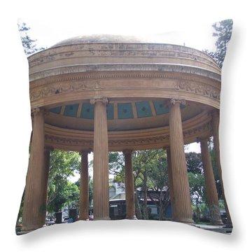 Monumento Musica Throw Pillow