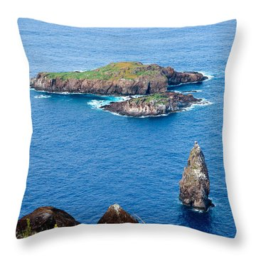 Motu Kao Kao Throw Pillow