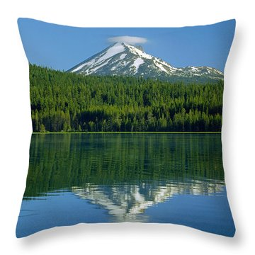 1m5705-h-mt. Mcloughlin From Lake Of The Woods Throw Pillow