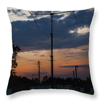 Na1rl Field Day Throw Pillow