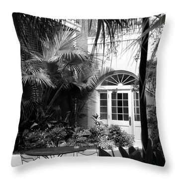 New Orleans Courtyard In Black And White Throw Pillow