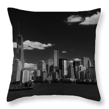 New York 1 Black And White Throw Pillow