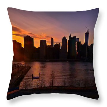 New York Skyline Sunset -- From Brooklyn Heights Promenade Throw Pillow