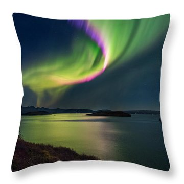 Northern Lights Over Thingvallavatn Or Throw Pillow
