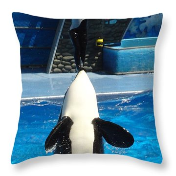 Throw Pillow featuring the photograph Nose Dive by David Nicholls