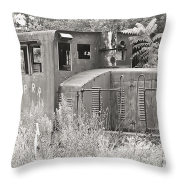 Nprr's Old Engine Number 40 Throw Pillow