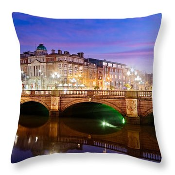 O Connell Bridge At Night - Dublin Throw Pillow