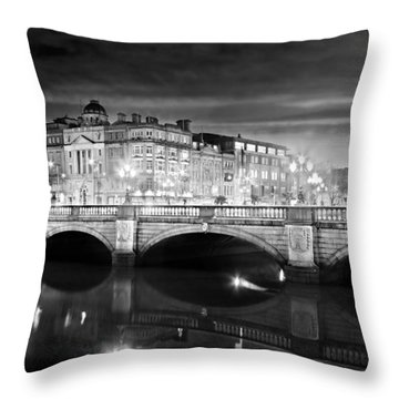 O Connell Bridge At Night - Dublin - Black And White Throw Pillow