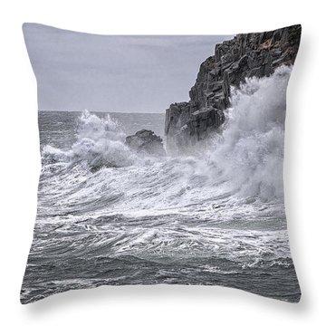 Ocean Surge At Gulliver's Throw Pillow