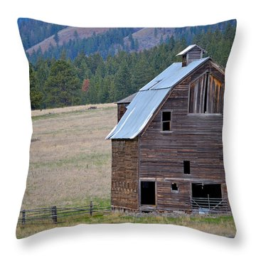 Old Barn In Washington Throw Pillow