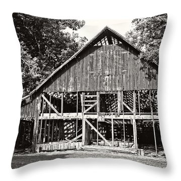 Old Barn On Hwy 161 Throw Pillow