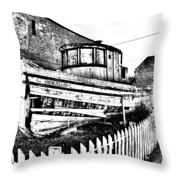 Old Boat In Apalachicola Throw Pillow