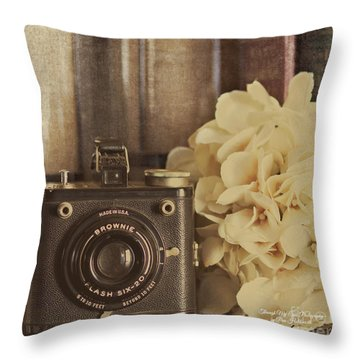 Old Brownie Throw Pillow