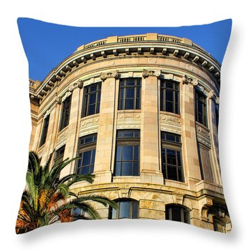 Old Courthouse-new Orleans Throw Pillow