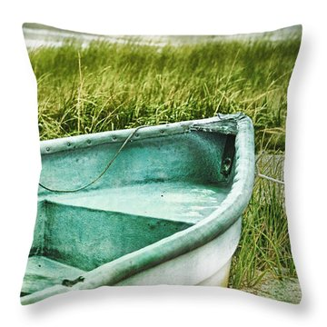 Old Dinghy On The Beach Cape Cod Ma Retro Feel Throw Pillow