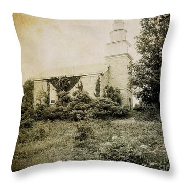 Old Stone Church In Rhinebeck Throw Pillow