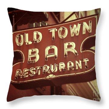 Old Town Bar - New York Throw Pillow