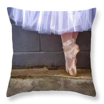 Throw Pillow featuring the photograph On Point by Linda Blair