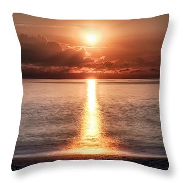 Parting Of The Atlantic Ocean In Hdr Throw Pillow by Michael White