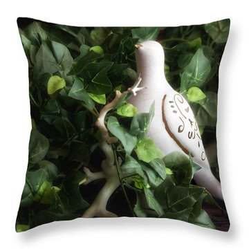 Partridge In The Ivy Throw Pillow