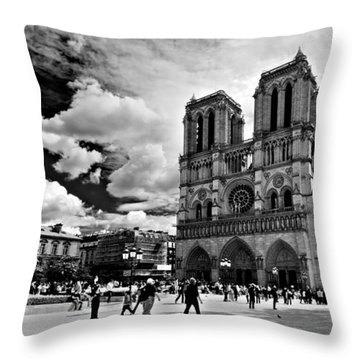 Throw Pillow featuring the photograph Parvis Notre Dame / Paris by Barry O Carroll