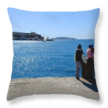 Family Watching The Sea  Throw Pillow