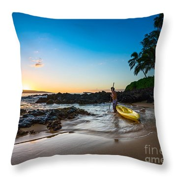 Perfect Ending - Beautiful And Secluded Secret Beach In Maui Throw Pillow