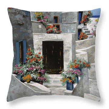 piccole case bianche di Grecia Throw Pillow by Guido Borelli