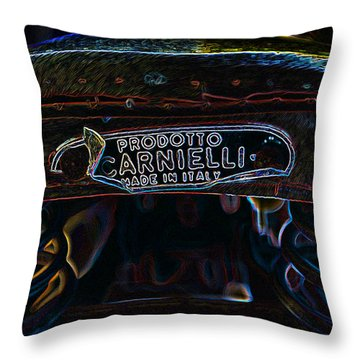 Prodotto Italia Throw Pillow
